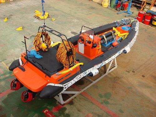barco de trabajo / barco utilitario / embarcación de apoyo al buceo / embarcación de servicio