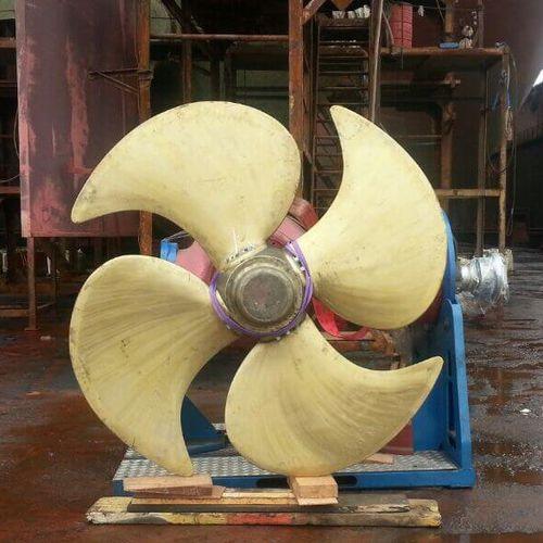 hélice para buque / de paso controlable / línea de eje / 4 palas