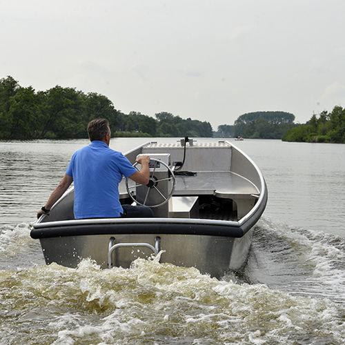 barco profesional remolcador de empuje