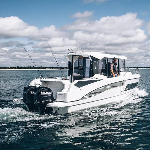 barco de motor de pesca-paseo fueraborda