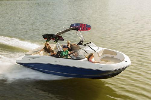 runabout stern-drive / fueraborda / con doble consola / bow-rider