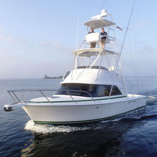 barco cabinado intraborda / bimotor / con fly / de pesca deportiva