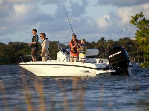 bay boat fueraborda / con consola central / de pesca deportiva / 6 personas máx.