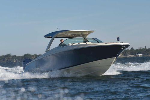 barco cabinado fueraborda / diésel / bimotor / open