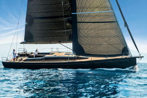 yate de vela de regata y crucero / con popa abierta / con 8 literas / con doble rueda de timón