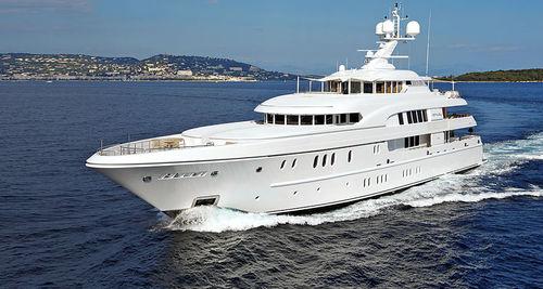 mega-yate de lujo de crucero