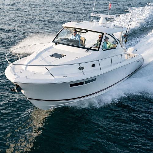 barco cabinado fueraborda / trimotor / con hard-top / de pesca deportiva