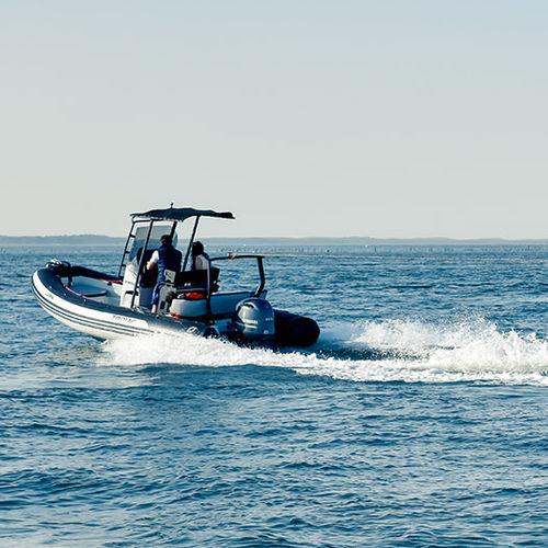 embarcación neumática fueraborda / semirrígida / con consola central / de deporte