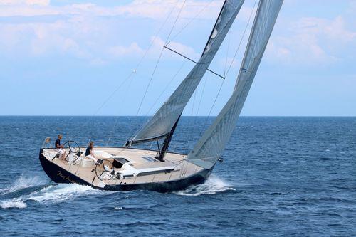 yate de vela de crucero / con deck saloon / con 5 camarotes / con doble rueda de timón