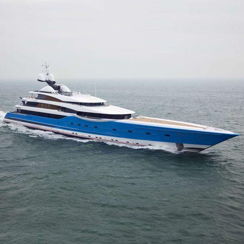 megayate de crucero / con caseta de timón / con 12 camarotes / con helipuerto