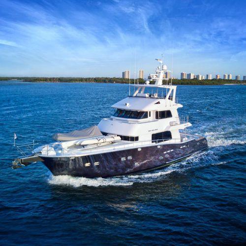 yate a motor para expedición / de pesca / trawler / con fly