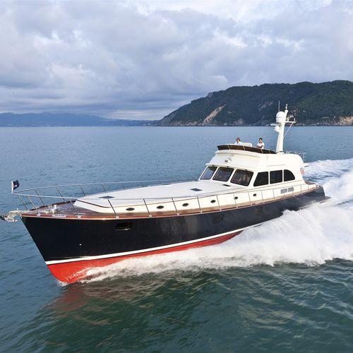 yate a motor de crucero / clásico / lobster / con fly