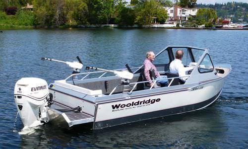 barco open fueraborda / con consola lateral / de pesca deportiva