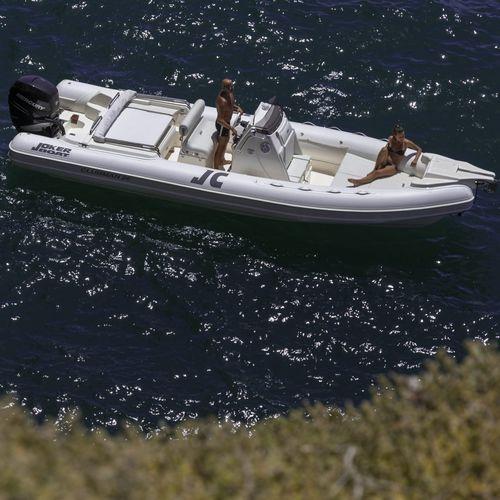 embarcación neumática fueraborda / semirrígida / con consola central / 22 personas máx.