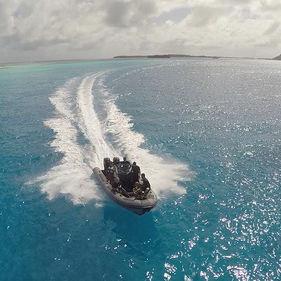 embarcación neumática fueraborda / bimotor / con consola central / embarcación auxiliar para mega-yate