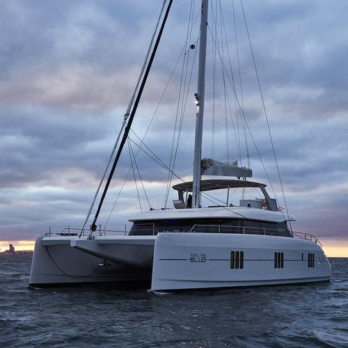 yate de vela catamarán