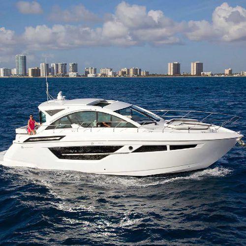 barco cabinado intraborda / con hard-top / de crucero / con 2 camarotes