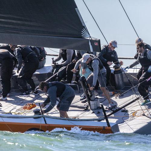 botavara para sailing-yacht / para velero / a medida / de carbono
