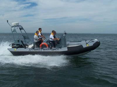 barco profesional barco de vigilancia