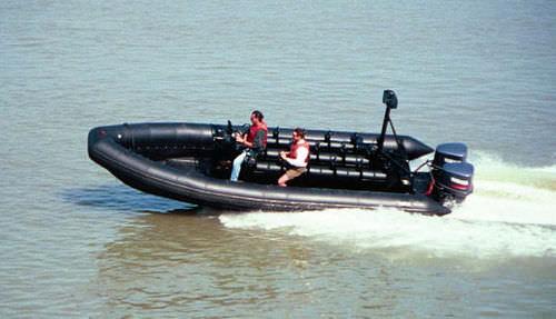 barco militar / fueraborda / embarcación neumática semirrígida