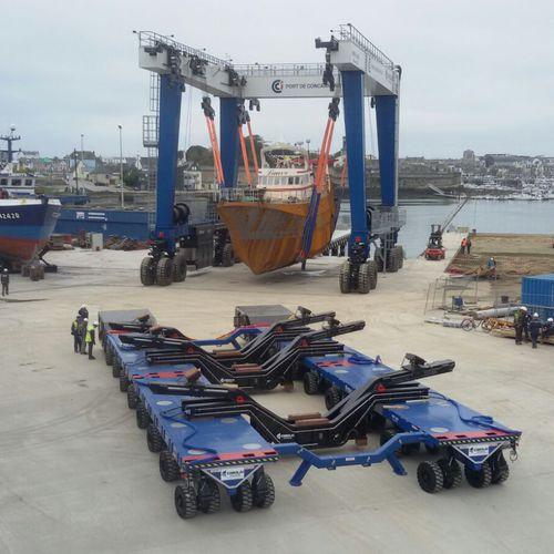 remolque de manipulación / de transporte pesado / para astillero naval / autopropulsado