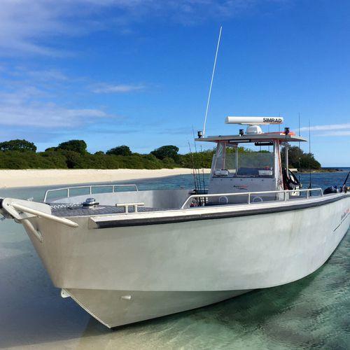 runabout fueraborda / bimotor / con consola central / de pesca deportiva