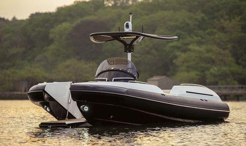 embarcación neumática intraborda / RIB / con consola central / embarcación auxiliar para mega-yate