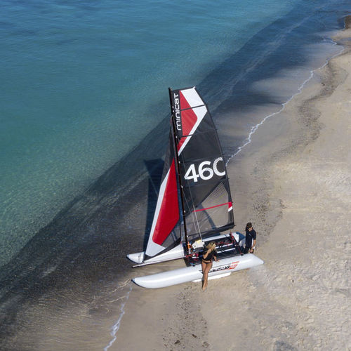 catamarán deportivo hinchable