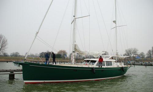 yate de vela de crucero / con center cockpit / de aluminio / con 3 camarotes