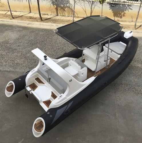 embarcación neumática fueraborda / con casco rígido / con hard-top / con consola central