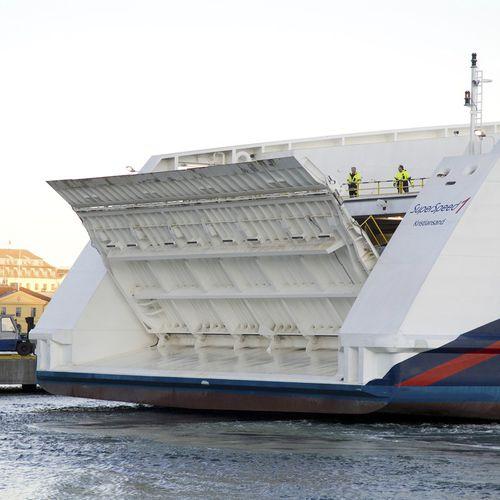 rampa para buque / exterior Ro-Ro