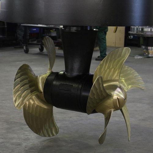 propulsor de proa / para buque / hélice contrarrotatoria / Z-drive