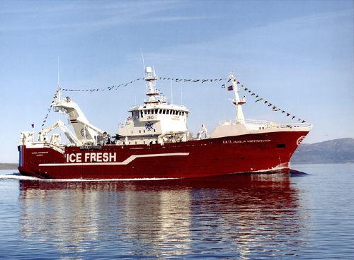 buque de pesca arrastrero / atunero cerquero