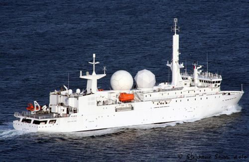 buque para investigación oceanográfica