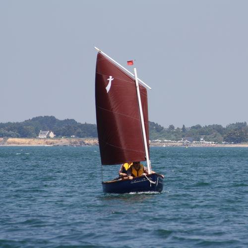 barco de vela ligera solitario