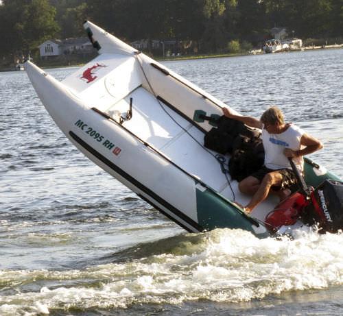 embarcación neumática catamarán / fueraborda / semirrígida / de deporte