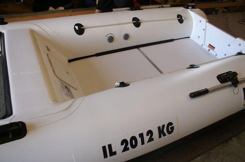 embarcación neumática catamarán