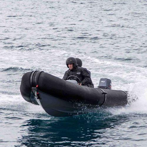 embarcación neumática fueraborda / RIB / con consola central / 4 personas máx.