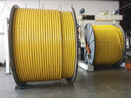 chigre para buque / para cable umbilical de ROV / con motor hidráulico
