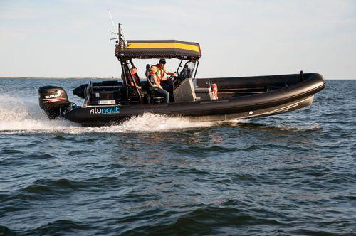embarcación neumática fueraborda / RIB / con consola central / de aluminio