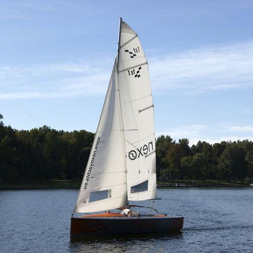 monocasco / daysailer / velero de quilla deportivo / monotipo