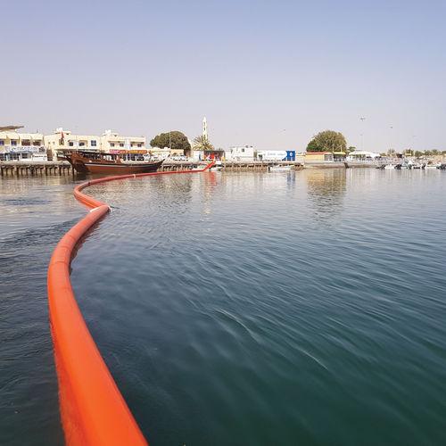 barrera contra la polución por hidrocarburos