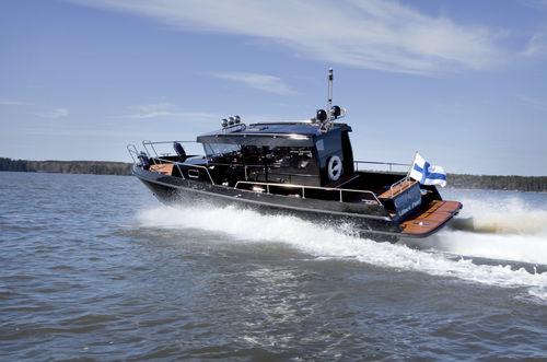 cabin-cruiser intraborda