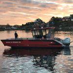 barco de bomberos / barco de desembarco / barco de búsqueda y rescate / embarcación de servicio