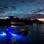 barco cabinado fueraborda / trimotor / con hard-top / de deporte