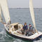 monocasco / day-sailer / con popa abierta / con mástil de carbono